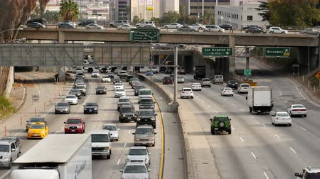 motorkerékpár : Zoom Out  Overhead Time Lapse View of Traffic on Busy Freeway in Downtown Los Angeles California Stock mozgókép