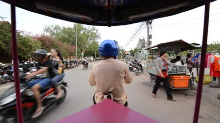 азиаты : Scenic Drive with Tuk Tuk Taxi Driver in Siam Reap Angkor Wat