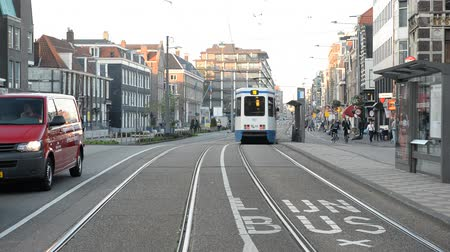 holandês : Time Lapse of Trams & Traffic in Central Amsterdam Netherlands