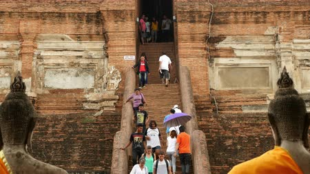 азиаты : Time Lapse of Tourists at Temple Steps - Thailand