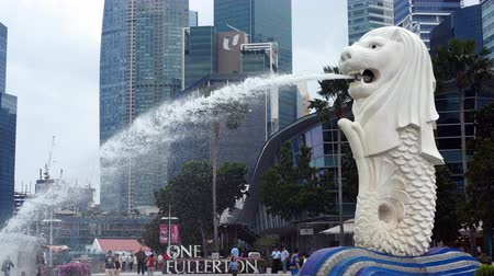 статуя : Merlion Statue  Modern Singapore Skyline