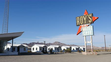mijnbouw : Zoom Out - Roy's Abandon Hotel op Route 66 California - 1950 Style