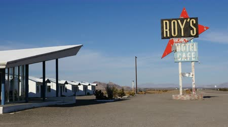 trace : Roy's Verlaat Hotel op Route 66 California - 1950 Style
