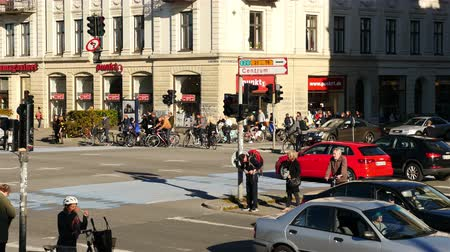 kodaň : Time Lapse of Traffic and People in Downtown Copenhagen Denmark