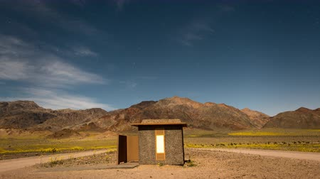 Калифорния : Time Lapse of Building in Death Valley at Night Стоковые видеозаписи