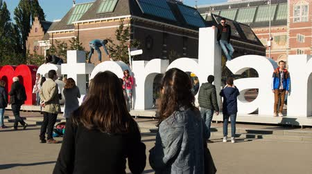 Time Lapse Pan - Amsterdam Sign & People - Rijksmuseum - Amsterdam Netherlands Stock mozgókép
