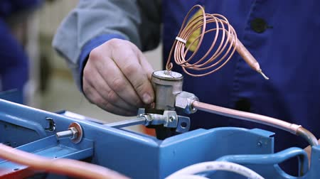 refrigerant : Repair of refrigeration unit