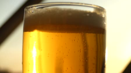 bira fabrikası : Beautiful sunrays reflection beer slow motion