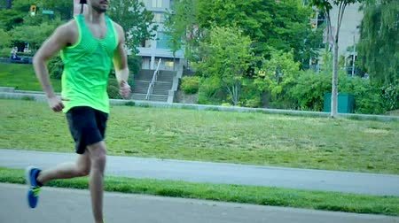 aventura : Slow motion young fit male running