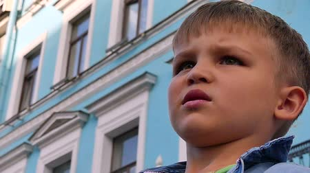 školka : Portrait 5 years old sad boy