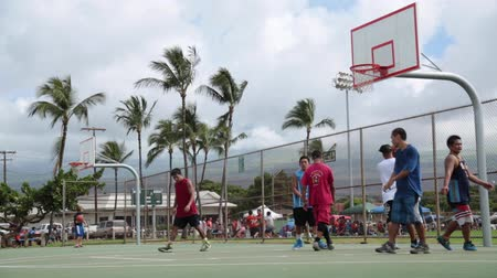 scoren : Basketbalspel Hawaii Maui november 2016