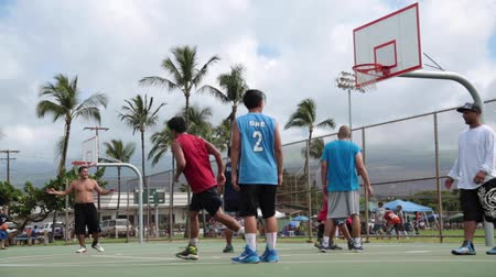 savunma oyuncusu : Teenagers playing basketball Hawaii Maui, November 2016