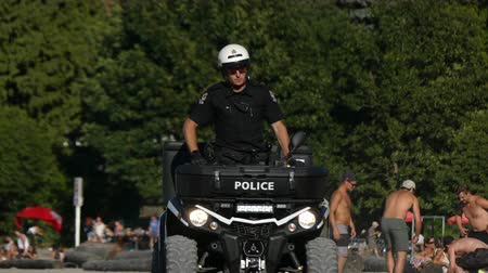 policista : Attractive young policeman riding atv sunny beach