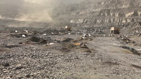 pedreira : Panorama of work in the iron ore quarry