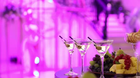 общественное питание : Champagne in glasses, a glass of champagne, banquet design, champagne close-up, banquet interior, indoors