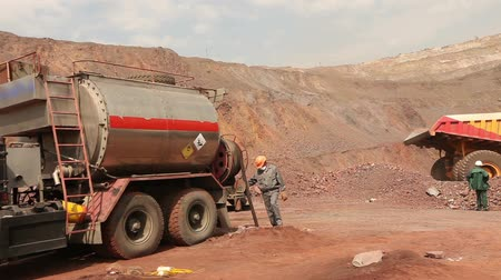 minério : A special machine for mining in the quarry, Iron Ore Mining