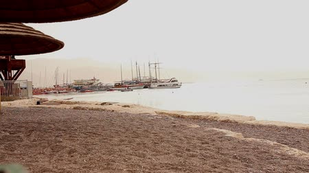 pacífico : Beach, ships on the background of the beach, good weather, tropical climate Vídeos