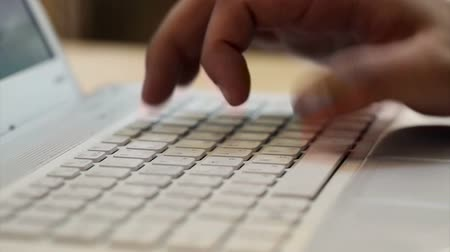 кодирование : Hands typing on the keyboard. Closeup. The laptop on the table. Without sound. Open diaphragm, the Blogger writes a letter on the keyboard. Blind method of printing. Fast print. The hacker