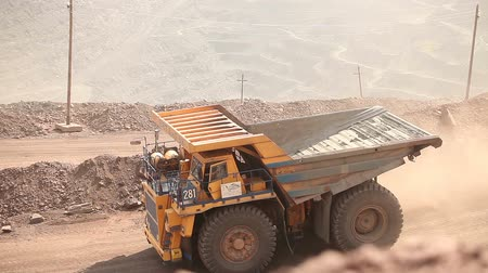 yükleyici : A dumper rides along the road, Yellow dump truck is in the quarry, Industrial exterior Stok Video