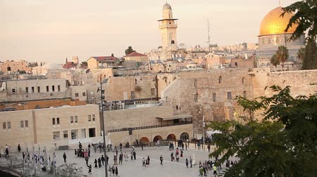 filistin : Jerusalem, Western Wall and Dome of the Rock, Israel flag, general plan, Timelapse Stok Video