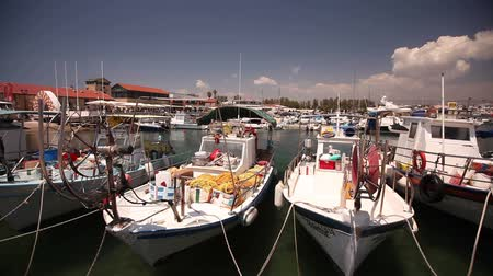 řek : Fishing boats near the pier, Parking of fishing ships, Pleasure boats and fishing boats in harbor Dostupné videozáznamy