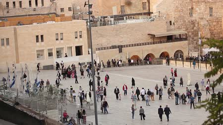 hacı : Jerusalem, Western Wall and Dome of the Rock, Sunny day, people in the area, Israel, Timelapse