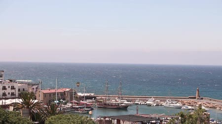 řek : Harbour and medieval castle in Kyrenia city, Cyprus, Scenic view of Kyrenia, Old Harbour. A small bay for ships, Parking of pleasure boats and sailing yachts, Northern cyprus, view from above Dostupné videozáznamy