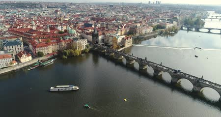 čeština : Panoramic view from above to the city of Prague and Charles Bridge, Vltava River, flight over the Charles Bridge