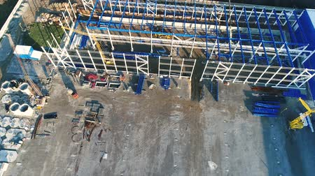 combinado : Construction of a large plant or factory, Industrial exterior, panoramic view from the air, Construction site, metal structure, construction machinery, Aerial view of the construction Vídeos