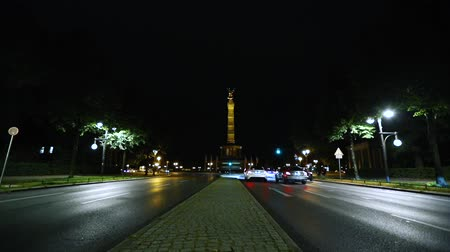 kolumna : Area and highway in front of Victory Column in Berlin, panoramic view of the Victory Column, Siegessaule, Berlin, October 2017