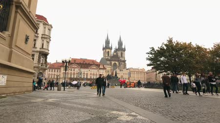 çek cumhuriyeti : View across the Old Square towards the Tyn Church, Prague, timelapse, Czech Republic, the central square of Prague, Prague Castle, Europe, October, 2017