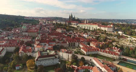 Česká republika : Panorama of Prague, aerial of the city, view from above on the cityscape of Prague, flight over the city, Area Old Town, Prague Castle and Vltava River, Czech Republic, Prague Dostupné videozáznamy