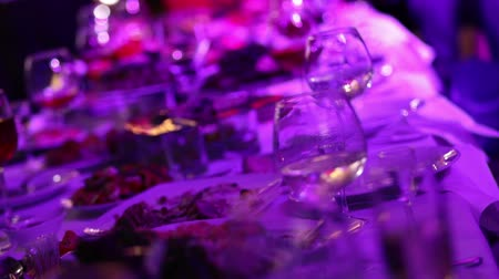 szampan : glasses with champagne and fruits on buffet table, buffet table at a restaurant or in the hotel lobby, the camera along, shallow depth of field, welcoming guests in the lobby of the restaurant
