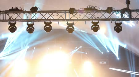 discoteca : Stage lights at the concert with fog, Stage lights on a console, Lighting the concert stage, entertainment concert lighting on stage