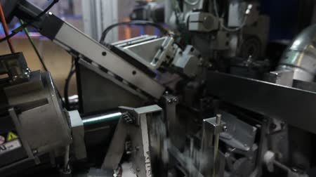 automatický : furniture factory, production of furniture springs for mattress blocks, machine for the production of springs, production workshop, the production line, assembly box springs, mattress blocks Dostupné videozáznamy
