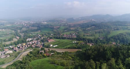 toskánský : Aerial overhead view of the vineyards of Italy, small medieval town of Italy, Panoramic view from above of the vineyards of Italy