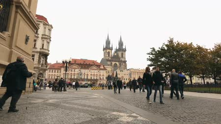 çek cumhuriyeti : View across the Old Square towards the Tyn Church, Prague, timelapse, Czech Republic, the central square of Prague, Prague Castle