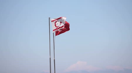 kypr : Northern Cyprus, the flag of the Republic of Northern Cyprus against the blue sky and the sea