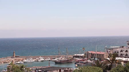 földközi tenger : Harbour and medieval castle in Kyrenia city, Cyprus, Scenic view of Kyrenia, Old Harbour. A small bay for ships, Parking of pleasure boats and sailing yachts, Northern cyprus, view from above Stock mozgókép