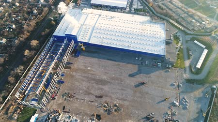 warsztat : Construction of a large plant or factory, Industrial exterior, panoramic view from the air, Construction site, metal structure, construction machinery, Aerial view of the construction Wideo