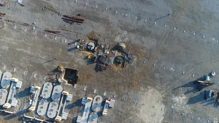 combinado : Plant Construction, Construction of a large factory, Industrial exterior, Construction site, aerial view, metal and concrete structures, construction machinery, building of a modern factory Vídeos