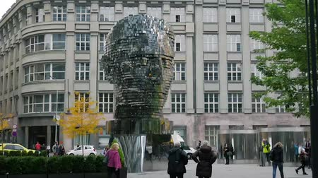 Česká republika : Monument to Franz Kafka in Prague, Spinning statue of Franz Kafka head, modern design, timelaps