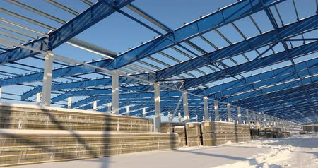 estrutural : Modern storehouse construction site, the structural steel structure of a new commercial building against a clear blue sky in the background, Construction of a modern factory or warehouse
