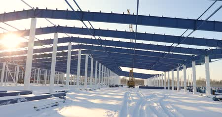 warsztat : Construction of a modern factory or warehouse, modern industrial exterior, panoramic view, Modern storehouse construction site, the structural steel structure of a new commercial building Wideo