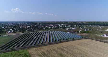 fotovoltaik : Panoramic view of a solar power plant, rows of solar panels, solar panels, top view, Aerial view to solar power plant, Industrial background on renewable resources theme, power station, top view
