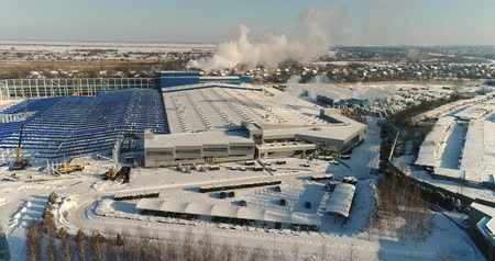 área de trabalho : Construction of a large factory in winter, view of a large factory from the air. A modern factory or commercial building