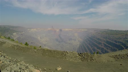 demirli : Industrial exterior, ore mining quarry, Blast in open, Overall plan Stok Video