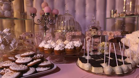 pişmiş : Candy bar in the restaurant, childrens party, a white teddy bear with a butterfly on her neck, lit candle, teddy bear on a table Candy bar, close-up, Candy bar design, design Candy Bar