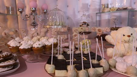 çikolata : Candy bar in the restaurant, childrens party, a white teddy bear with a butterfly on her neck, lit candle, teddy bear on a table Candy bar, close-up, Candy bar design, design Candy Bar