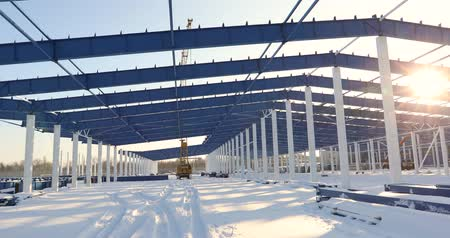 estrutural : Construction of a modern factory or warehouse, modern industrial exterior, panoramic view, Modern storehouse construction site, the structural steel structure of a new commercial building Vídeos